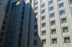 Windows sur un immeuble de bureaux Photo libre de droits