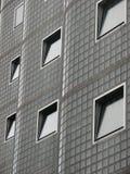 Windows sur une construction intéressante Image libre de droits