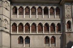 Windows tradicional en Feltre, Véneto, Italia Foto de archivo
