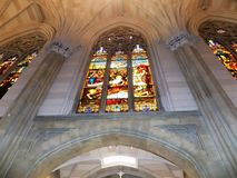 Windows in u. in x22; sky& x22; an St Patrick u. an x27; s-Kathedrale in New York Lizenzfreies Stockfoto