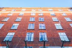 Windows und alte Backsteinmauer Lizenzfreie Stockfotografie