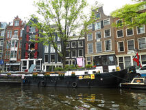 WINDOWS UND SCHWARZES BOOT, AMSTERDAM, HOLLAND Lizenzfreie Stockfotografie