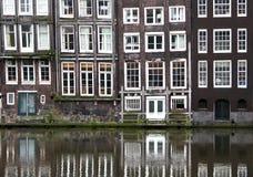 Windows von einem Builsing in Amsterdam Stockfoto