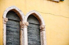 Windows w Verona Obrazy Royalty Free