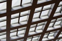 Windows wewnątrz morden budynek biurowego Obrazy Royalty Free