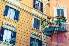 Windows y balcones con colores Foto de archivo