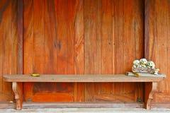 Windows y contador de madera Fotografía de archivo