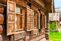 Windows z drewnianymi architrawami Fotografia Royalty Free