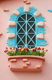 Windows z kolorowym artystyczny projekt i kolorowy kwiat Zdjęcia Stock