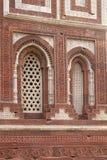 Windows z sunglow w Alai Minar, Qutab Minar kompleks, Delhi fotografia royalty free