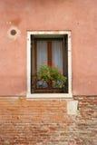Windowsill - mattone e stucco fotografia stock libera da diritti