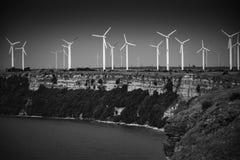 Windpark auf Küste an der Kaliakra-Landspitze in Bulgarien Stockfotos
