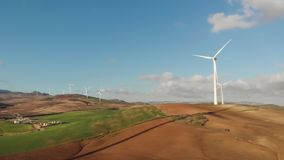 Windpark in Màlaga, Andalusien Panoramische Vogelperspektive Eolic Park stock video footage