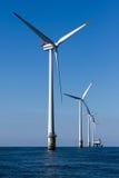 Windpark a pouca distância do mar Fotos de Stock