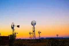 Windpumps con il tramonto Fotografie Stock Libere da Diritti
