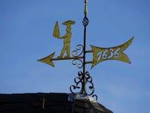 Windschaufel auf dem Kirchturm lizenzfreie stockfotografie