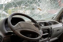 Windshiedld cassé l'illustration de véhicule des accidents 3d a isolé le blanc rendu Images stock