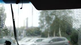 Windshild no movimento lento no tempo da chuva vídeos de arquivo