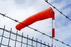 Windsock bak taggtråd royaltyfri fotografi