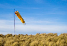 Windsock con cielo blu Immagine Stock