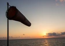 Windsock und Sonnenuntergang Stockfotografie