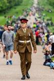 Windsor, †BRITANNICO «18 maggio 2019: La cavalleria della famiglia segnare la loro partenza dalle caserme di Comberme fotografia stock libera da diritti