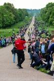 Windsor, â⠂¬â€œ 18 maggio 2019 BRITANNICO: La cavalleria della famiglia segnare la loro partenza dalle caserme di Comberme fotografie stock