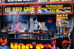 2019-06-01 Windsor, τργμένη σχάρα σχαρών χοιρινού κρέατος πλευρών φεστιβάλ τροφίμων του Οντάριο Καναδάς Ribfest κοτόπουλο που μαγ στοκ εικόνες με δικαίωμα ελεύθερης χρήσης