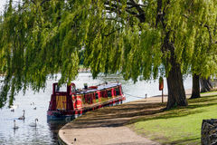 WINDSOR BERKSHIRE/UK - APRIL 27 : Narrow boat moored under a willow tree in Windsor on April 27, 2005 stock photos