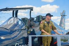 WINDSOR, CANADÁ - DE SEPT. EL 10 DE 2016: Vista del jet militar canadiense a Foto de archivo
