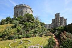 Windsor Castle é uma residência real em Windsor no condado inglês de Berkshire imagens de stock royalty free