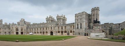 Windsor Castle, in de 11de Eeuw wordt gebouwd, is de woonplaats van de Britse Koninklijke Familie in Windsor in de Engelse provin royalty-vrije stock fotografie