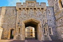 WINDSOR, ENGELAND - FEBRUARI 15, 2014: Buitenmening van Windsor Castle Stock Foto's