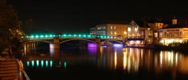 Windsor och Eaton bro på natten Arkivfoton