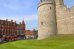 Windsor, Reino Unido - 29 de agosto de 2017: La opinión Windsor Castle Windsor Castle medieval es una residencia real en Windsor, foto de archivo libre de regalías
