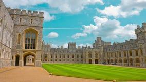Windsorkasteel, koninklijke woonplaats in Windsor in Engeland stock videobeelden