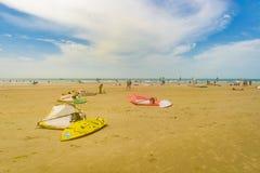 Windsurf as placas na praia Brasil de Jericoacoara da areia Imagem de Stock