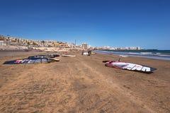 Windsurf as placas na praia do EL Medano, Tenerife, Ilhas Canárias, Espanha Imagens de Stock Royalty Free