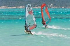 Windsurf dans la lagune photo stock