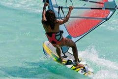 Windsurf dans la lagune Photographie stock libre de droits