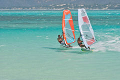 Windsurf dans la lagune Photo stock