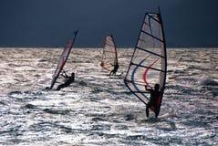 Windsurf in de avond Royalty-vrije Stock Afbeeldingen