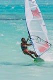 Windsurf in de lagune Royalty-vrije Stock Foto's