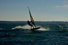 Windsurf del hombre imagen de archivo