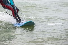 Windsurf, divertimento nel Mar Nero, Anapa, regione di Krasnodar, oceano estremo di sport fotografie stock