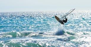 Windsurf el salto fotografía de archivo libre de regalías