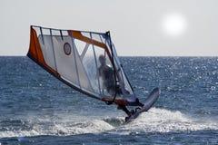 Windsurf el salto. Fotografía de archivo