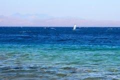 Windsurf en el Mar Rojo, Egipto fotografía de archivo