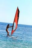 Windsurf - la muchacha de la persona que practica surf imágenes de archivo libres de regalías