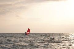 Windsurf la puesta del sol fotografía de archivo